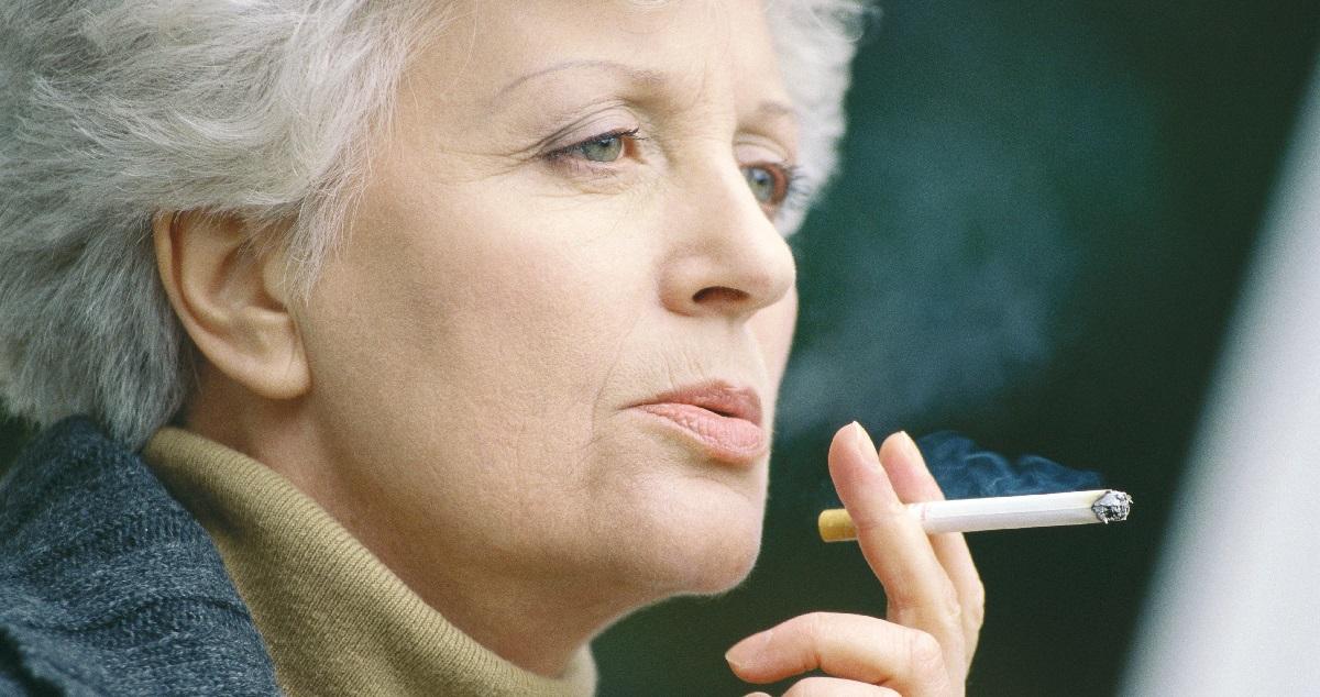 Курение приближает климакс