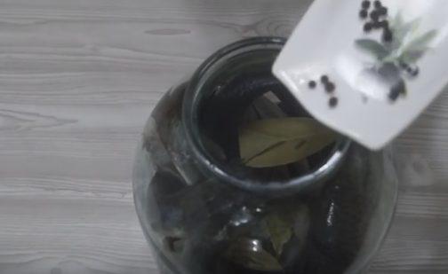 засолка селедки в банке