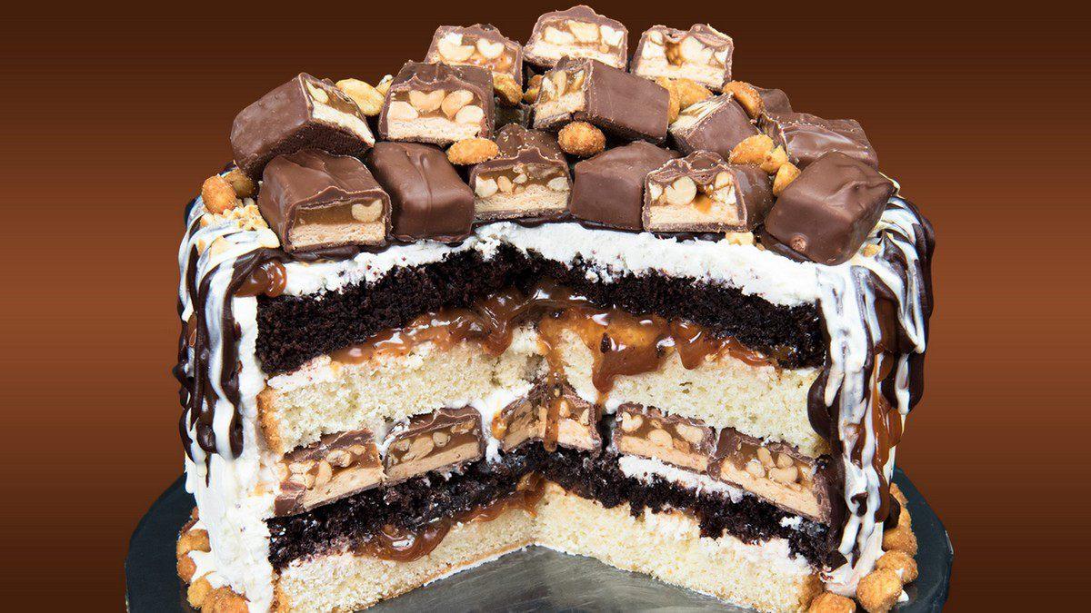 Украшение торта конфетами