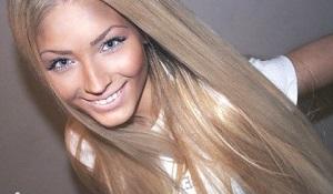 Светло-русые прямые волосы