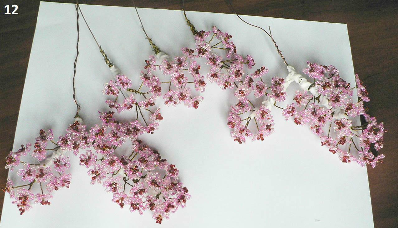 Веточки сакуры из бисера