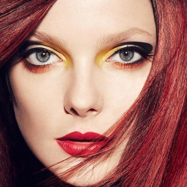 макияж при бордовом цвете волос