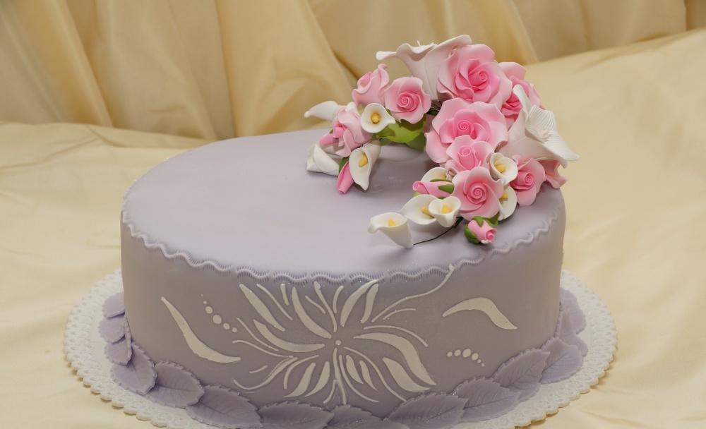 Украшение торта из марципана