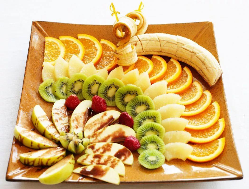 Большая нарезка из фруктов