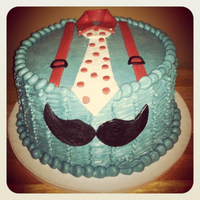 Украшение торта в виде костюма