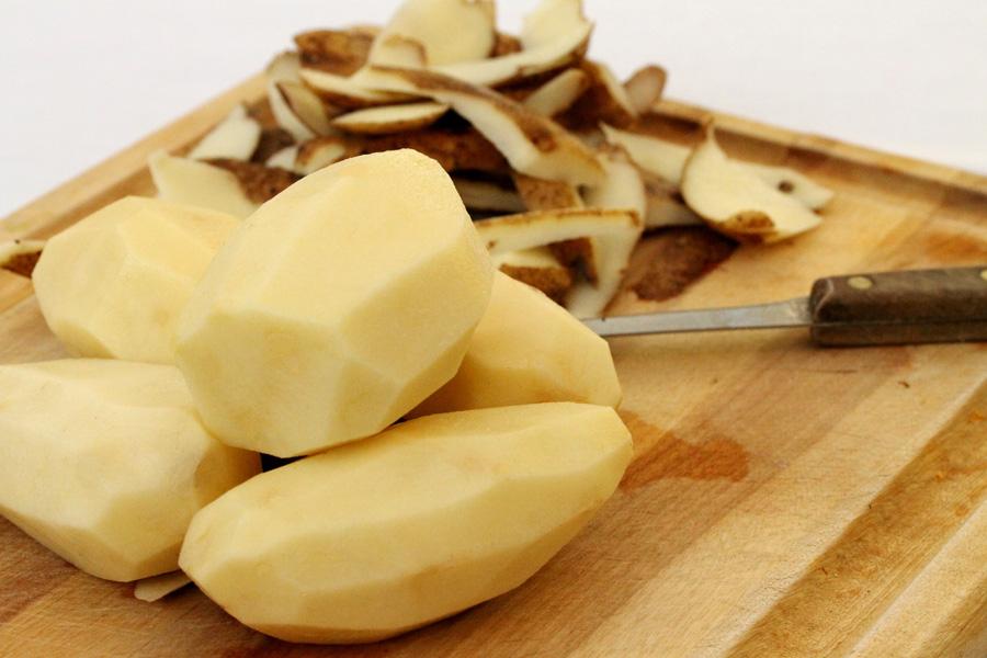 Очистить картофель