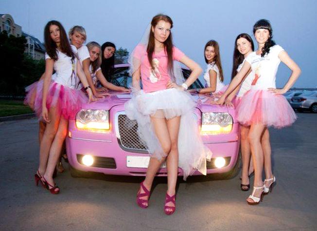 Группа девушек в пачках