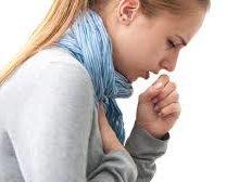 Девушка кашляет в шарфике