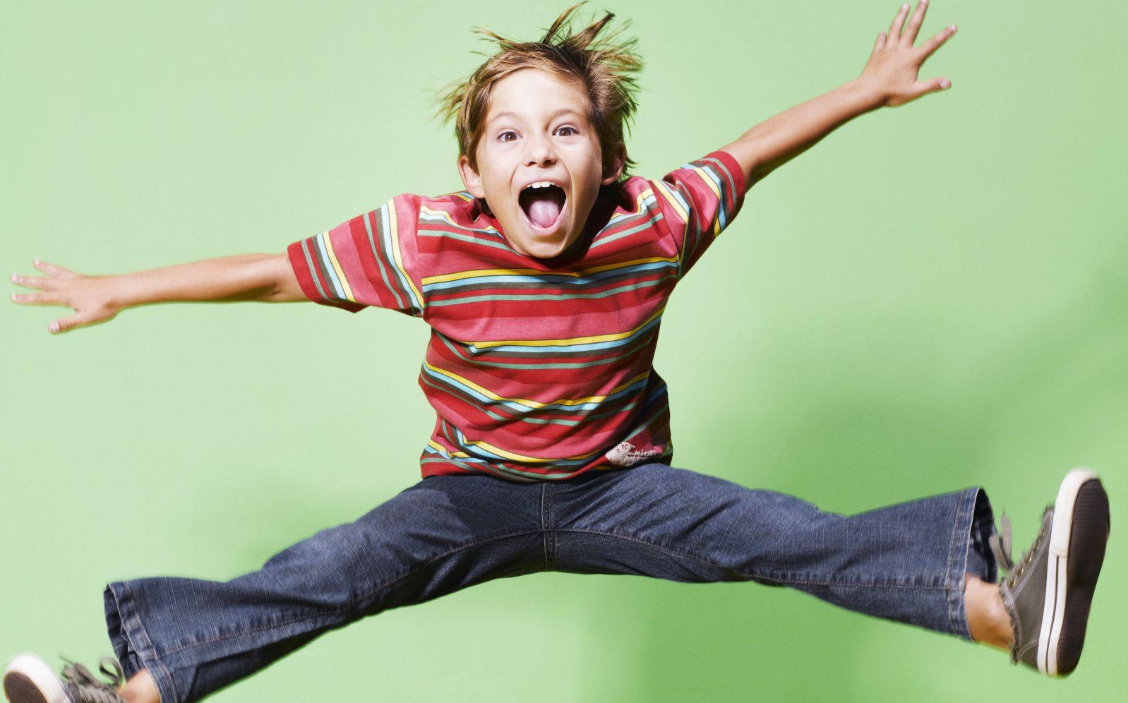 Гиперактивный мальчик в зеленом
