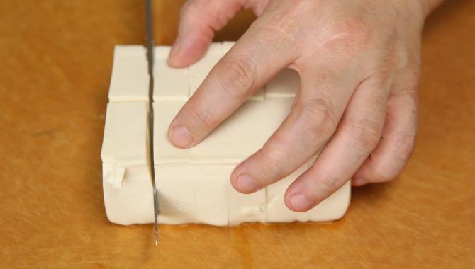 Сыр тофу порезать кубиками