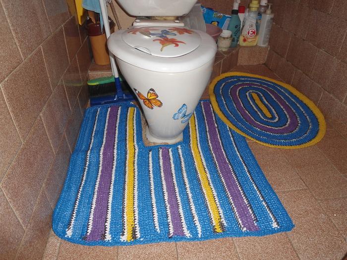 Вязаный коврик для туалета