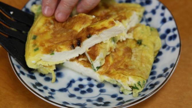 Омлет с тофу готов