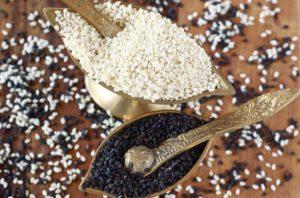 Семена черного и белого кунжута