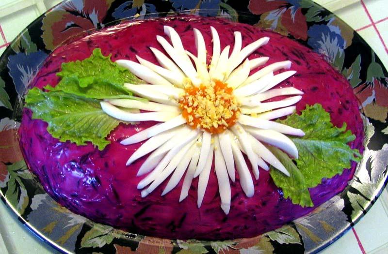 Украшение селедки под шубой цветком