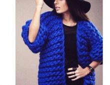 Синий женский кардиган крупной вязкой