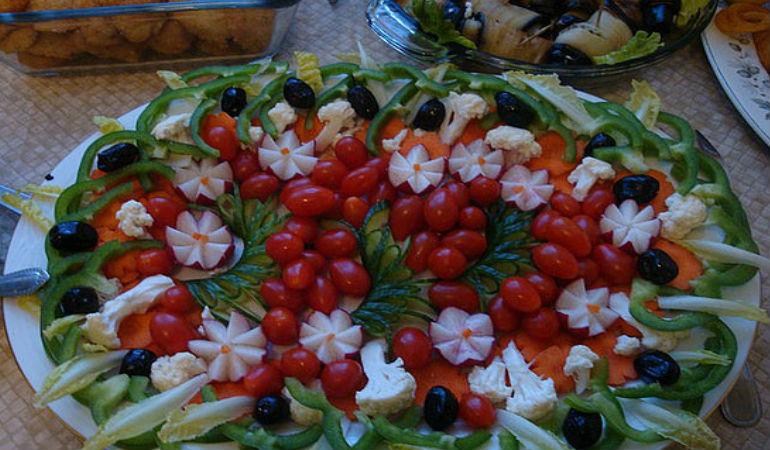 Украшение овощного салата