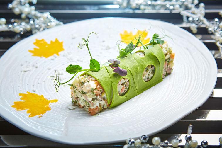 Украшение для салата в ресторане