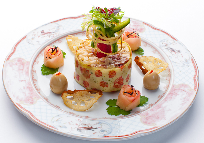 Красивое украшение для салата в ресторане