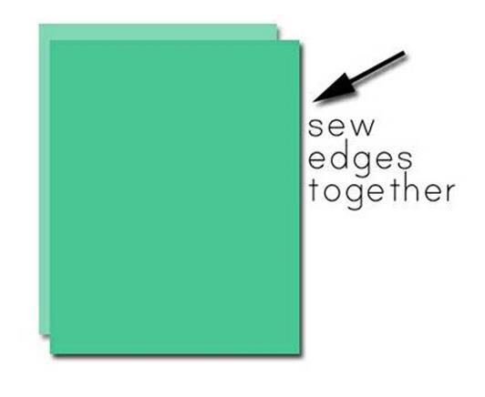 Вырежьте прямоугольник для подклада, сложите его пополам и прошейте боковую кромку