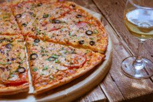 Тонкое тесто с оливками