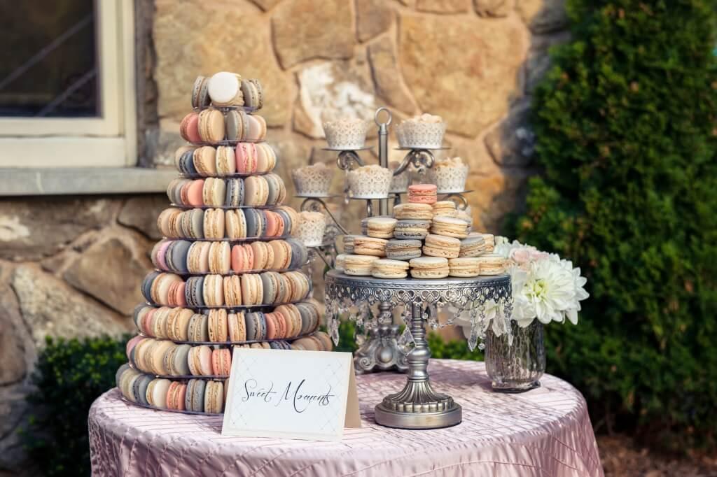 пирожные в виде пирамидки