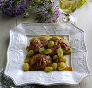 С виноградом на тарелочке