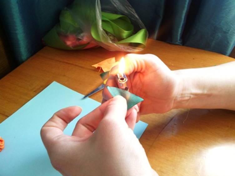 Обработать свечой или зажигалкой края треугольника