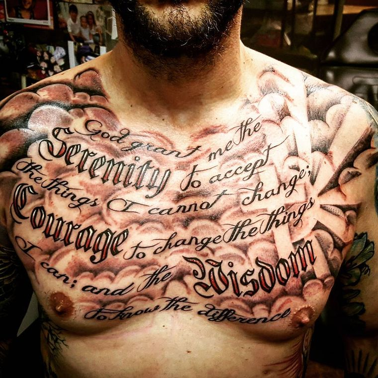 надписи на груди