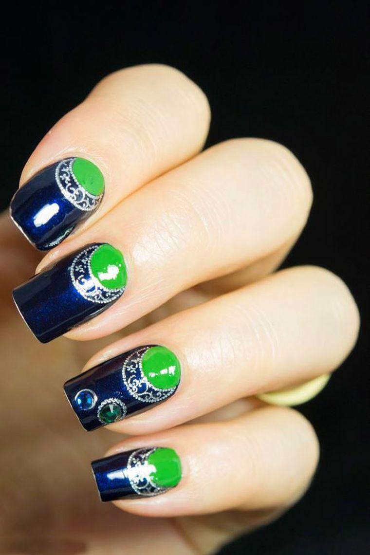яркий сине-зеленый