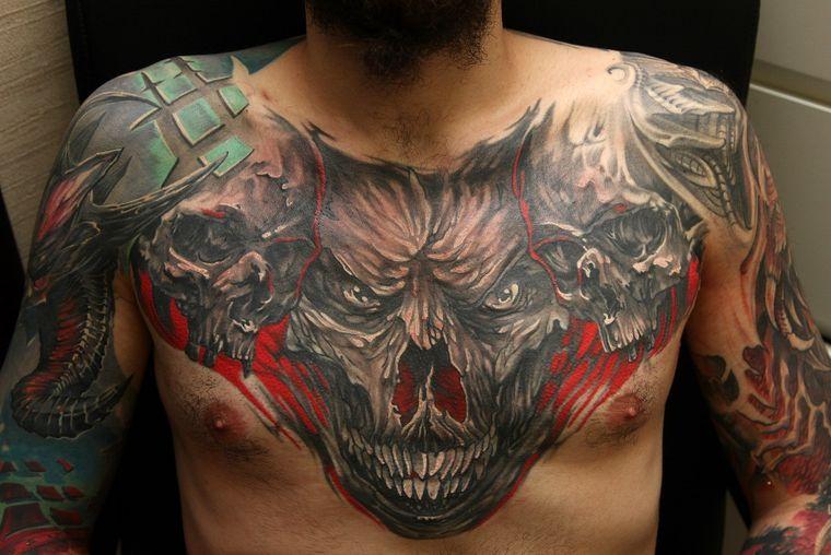 крупная татуировка