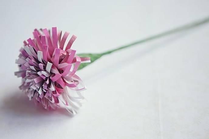 Полученный цветок расправляют и придают нужную форму