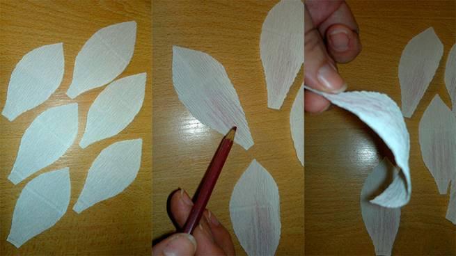 Лепестки слегка загибаются с помощью карандаша или стержня