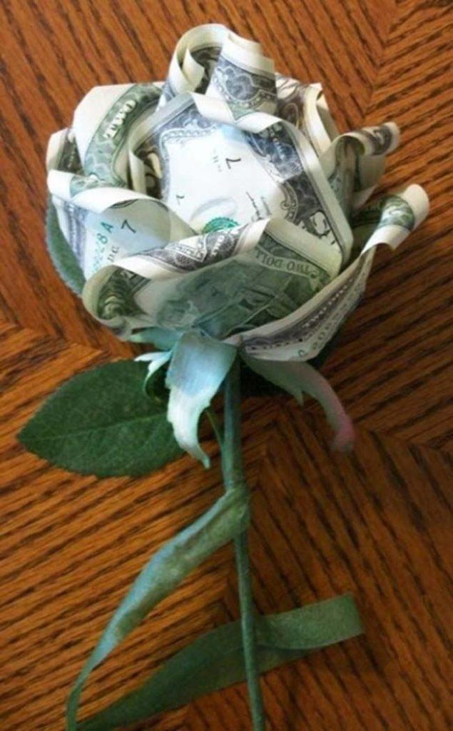 Цветок из банкнот