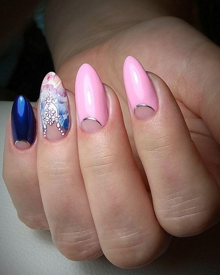 стильный розовый лунный маникюр