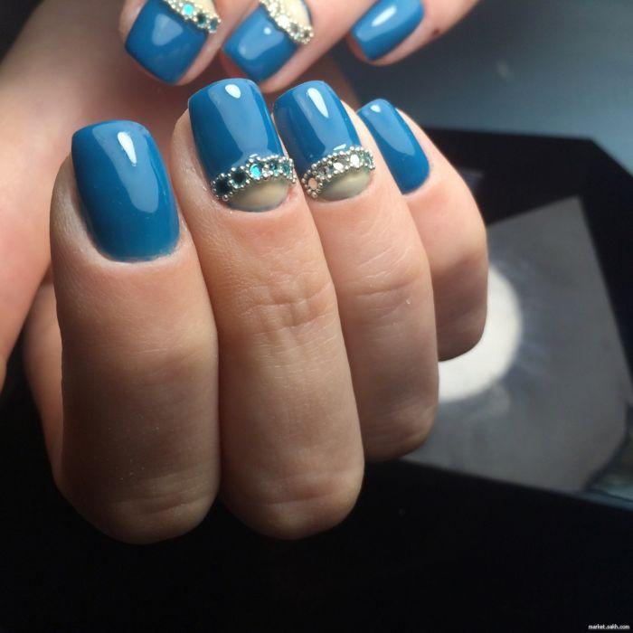 синий с прозрачными лунками и стразами