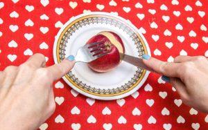Яблочко на столе
