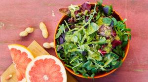 Зеленый салат в азиатском стиле