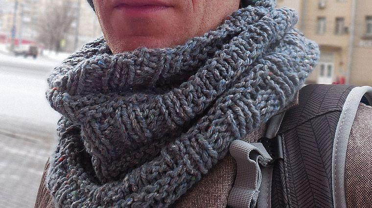 Как связать шарф-хомут спицами: схема с описанием для ...