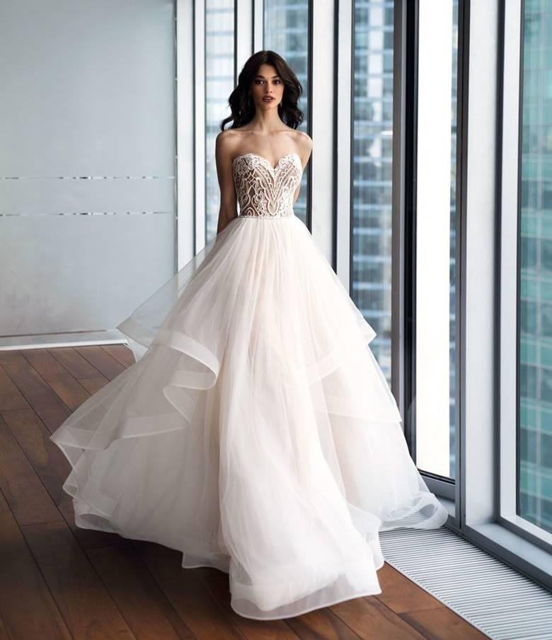 Классическое платье с открытым верхом